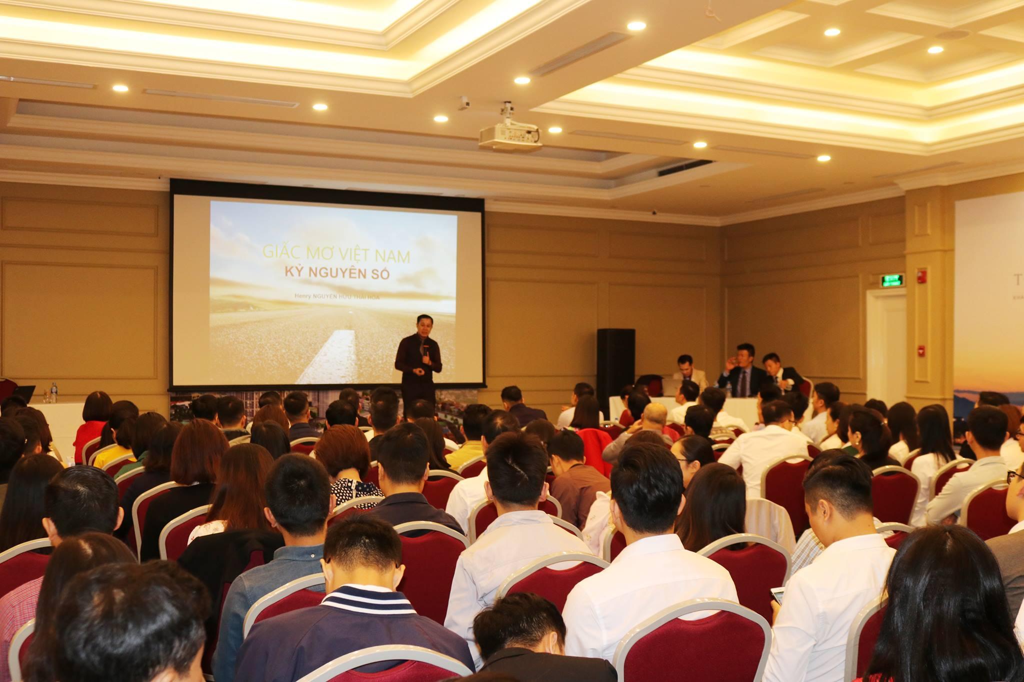 Chiến lược gia Nguyễn Hữu Thái Hòa dành thời gian quý báu tới chia sẻ tại workshop Nhà môi giới BĐS thế hệ mới - Realtor 4.0 tại trụ sở VIREX