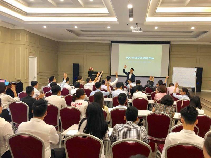 Nhân viên của VIREX hào hứng tham gia chia sẻ, hỏi đáp cùng diễn giả Đặng Đình Toàn