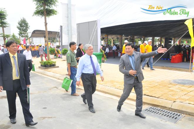 Đại biểu tham quan nhà mẫu dự án Golden City An Giang