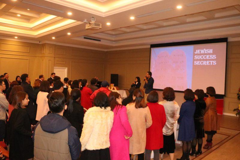 Diễn giả OPhir Akiva trong buổi giao lưu tại phòng hội nghị Công ty VP VIREX