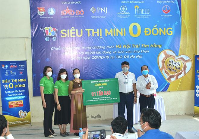 Read more about the article Tiếp tục hành trình trao yêu thương tại huyện Phú Xuyên, Hà Nội của VIREX và các thành viên Alphanam Green Foundation